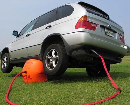 Un Cric gonflable pour voiture...