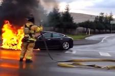 Tesla Model S : une voiture en feu... littéralement!