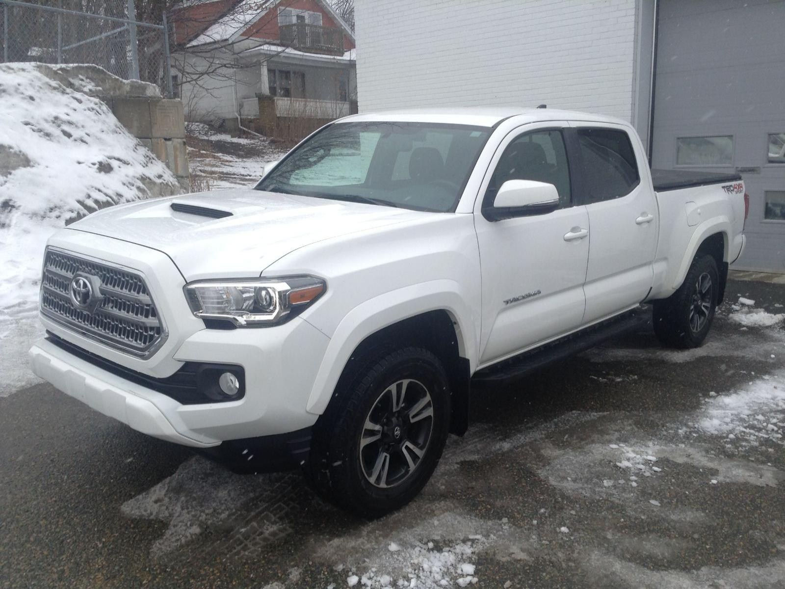 Used 2017 Toyota Tacoma in Sherbrooke,QC
