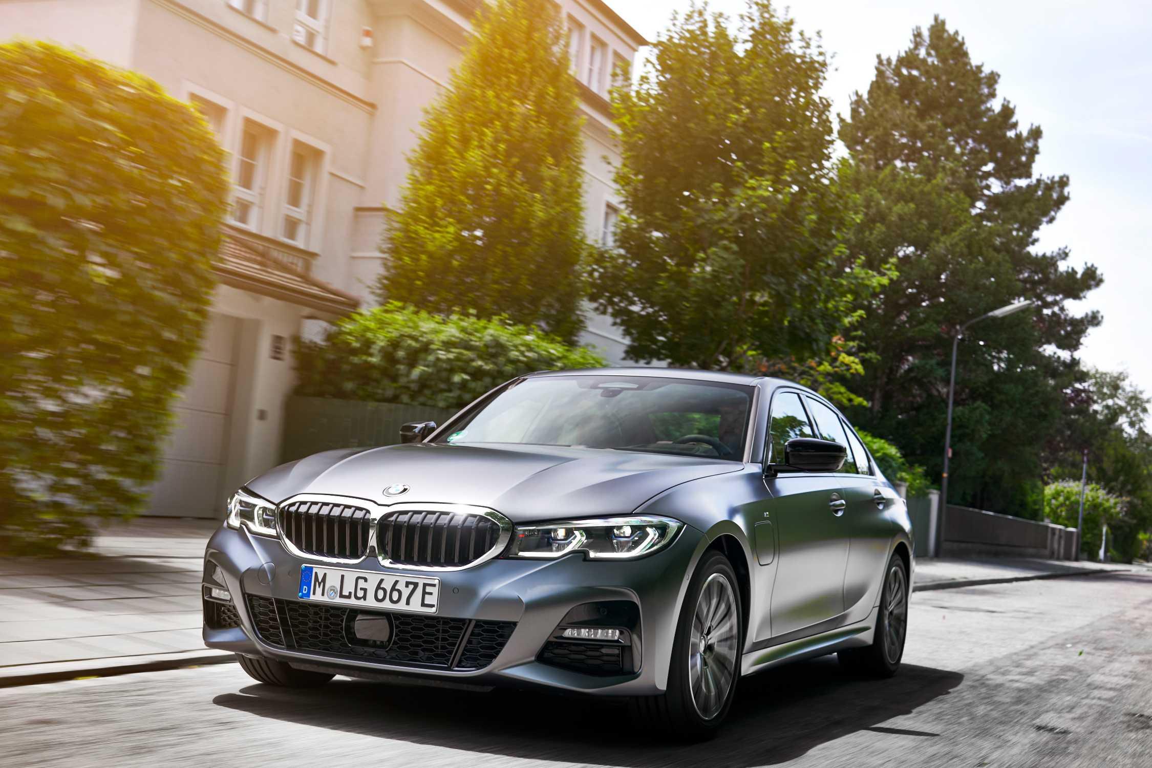BMW 330e et 330e xDrive PHEV 2021