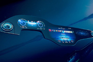 Mercedes-Benz présente MBUX Hyperscreen